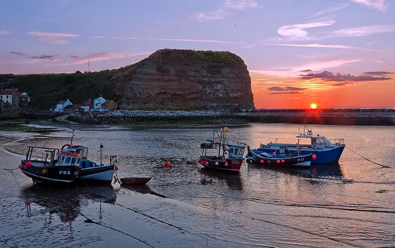 Staithes_Fishing boats under Cow Bar Nab