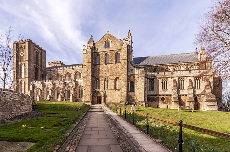 Ripon Cathedral: Path to side entrance